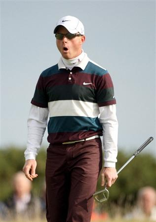 ST ANDREWS, SCOTLAND - OCTOBER 05:  Simon Dyson of England on the fifth green during the final round of The Alfred Dunhill Links Championship at The Old Course on October 5, 2009 in St.Andrews, Scotland. (Photo by Andrew Redington/Getty Images)