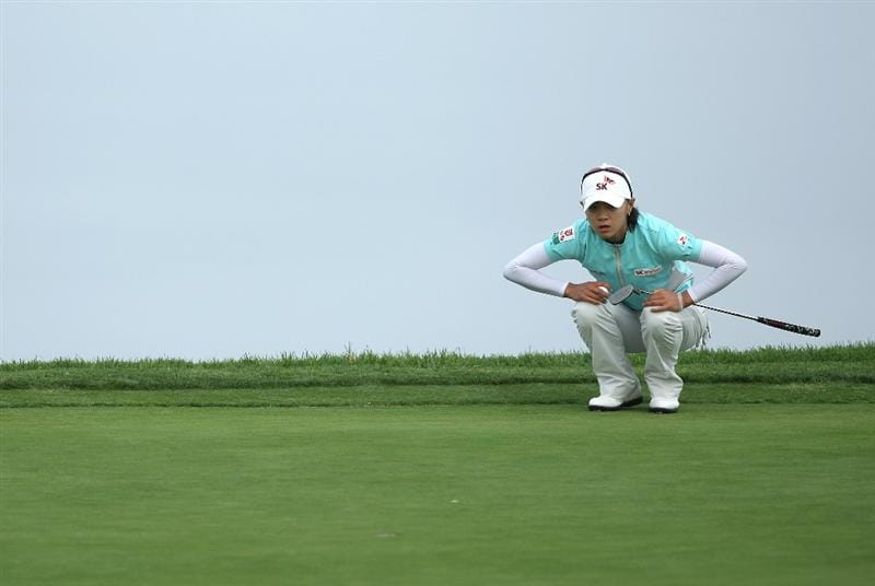 LA JOLLA, CA - SEPTEMBER 19:  Na Yeon Choi of South Korea lines up her putt on the 4th green during the third round of the LPGA Samsung World Championship on September 19, 2009 at Torrey Pines Golf Course in La Jolla, California.  (Photo By Donald Miralle/Getty Images)