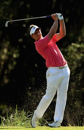 HILTON HEAD ISLAND, SC - APRIL 23:  Luke Donald of England hits a tee shot on the 14th hole during the third round of The Heritage at Harbour Town Golf Links on April 23, 2011 in Hilton Head Island, South Carolina.  (Photo by Streeter Lecka/Getty Images)