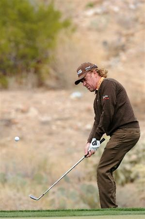 MARANA, AZ - FEBRUARY 26:  Miguel Angel Jimenez of Spain plays his chip shot on the 18th hole during the quarterfinal round of the Accenture Match Play Championship at the Ritz-Carlton Golf Club on February 26, 2011 in Marana, Arizona.  (Photo by Stuart Franklin/Getty Images)