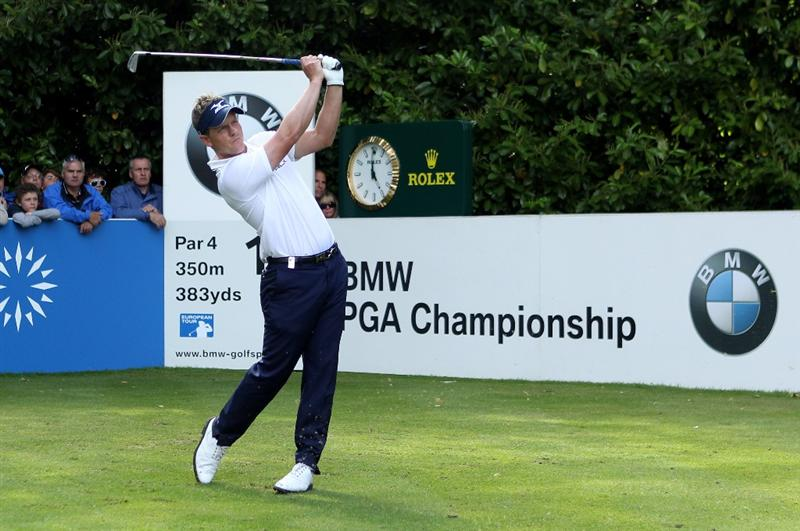 VIRGINIA WATER, ENGLAND - MAY 29:  Luke Donald of England tees off on the 16th hole during the final round of the BMW PGA Championship  at the Wentworth Club on May 29, 2011 in Virginia Water, England.  (Photo by Warren Little/Getty Images)