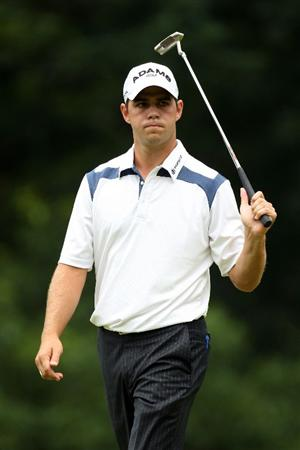 FARMINGDALE, NY - JUNE 21:  Gary Woodland watches a putt on the fourth green during the continuation of the third round of the 109th U.S. Open on the Black Course at Bethpage State Park on June 21, 2009 in Farmingdale, New York.  (Photo by Ross Kinnaird/Getty Images)
