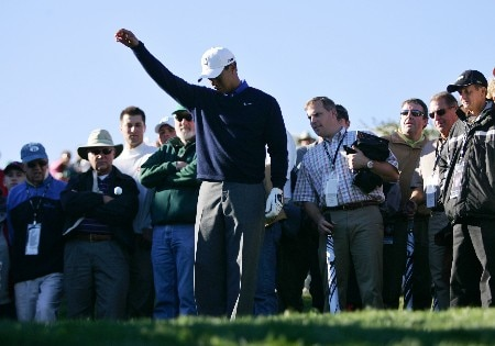 THOUSAND OAKS, CA - DECEMBER 13:  Tiger Woods drops the ball after sending his approach shot in a creek next to the green during round one of the Target World Challenge at the Sherwood Country Club December 13, 2007 in Thousand Oaks, California.  (Photo by Robert Laberge/Getty Images)