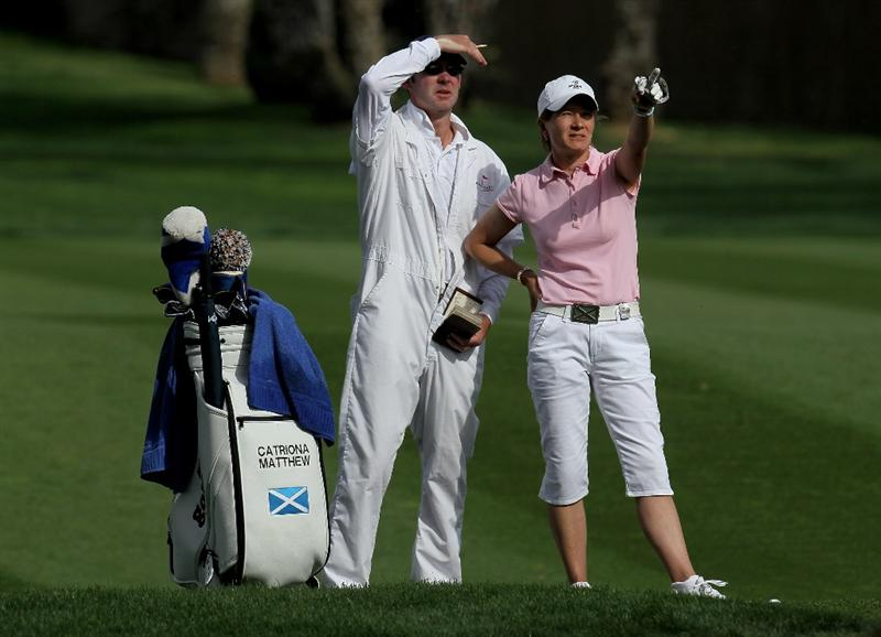 RANCHO MIRAGE, CA - APRIL 02:  Catriona Matthew of Scotland and her husband/caddie Graeme line up her second shot on the 15th hole during the second round of the Kraft Nabisco Championship at Mission Hills Country Club on April 2, 2010 in Rancho Mirage, California.  (Photo by Stephen Dunn/Getty Images)