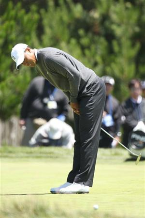 PEBBLE BEACH, CA - JUNE 17:  Tiger Woods reacts to missing a putt on the first hole during the first round of the 110th U.S. Open at Pebble Beach Golf Links on June 17, 2010 in Pebble Beach, California.  (Photo by Ross Kinnaird/Getty Images)