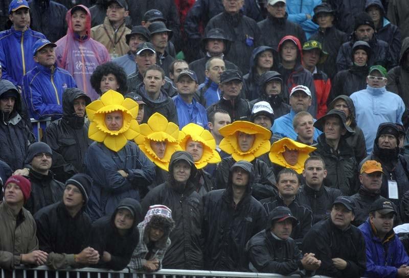 Spectators wearing daffodil hats