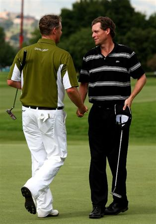 JOHANNESBURG, SOUTH AFRICA - JANUARY 11:  Anders Hansen of Denmark (R) is congratulated by Joakim Haeggman of Sweden after they finish their round during the final round of the Joburg Open at Royal Johannesburg and Kensington Golf Club on January 11, 2009 in Johannesburg, South Africa.  (Photo by Richard Heathcote/Getty Images)