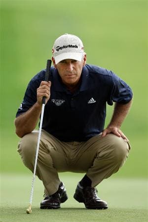 CHASKA, MN - AUGUST 16: Corey Pavin lines up his putt on the seventh hole during the final round of the 91st PGA Championship at Hazeltine National Golf Club on August 16, 2009 in Chaska, Minnesota.  (Photo by David Cannon/Getty Images)