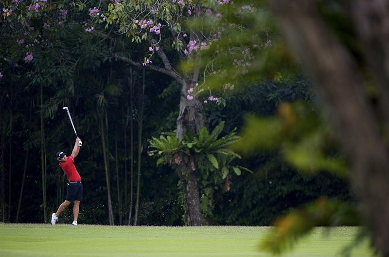 SINGAPORE - MARCH 07:  Yani Tseng of Taiwan plays her second shot on the par four 4th hole during the third round of HSBC Women's Champions at the Tanah Merah Country Club on March 7, 2009 in Singapore.  (Photo by Victor Fraile/Getty Images)