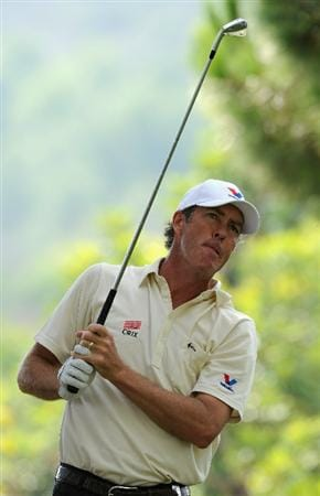 CASTELLON DE LA PLANA, SPAIN - OCTOBER 22:  Richard Green of Australia plays his tee shot on the first hole during the second round of the Castello Masters Costa Azahar at the Club de Campo del Mediterraneo on October 22, 2010 in Castellon de la Plana, Spain.  (Photo by Stuart Franklin/Getty Images)