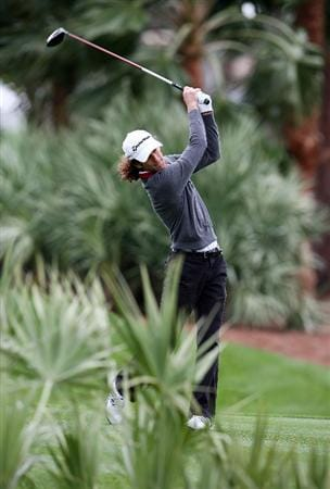 PALM BEACH GARDENS, FL - MARCH 03:  Grammy winner musician Kenny G hits his tee shot on the second hole during the Honda Classic Kenny G Gold Pro-Am at PGA National Resort And Spa on March 3, 2010 in Palm Beach Gardens, Florida.  (Photo by Doug Benc/Getty Images)