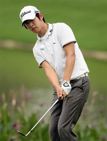 KUALA LUMPUR, MALAYSIA - MARCH 07:  Noh Seung-yul of Korea plays a chip shot on the 15th hole during the final round of the Maybank Malaysian Open at the Kuala Lumpur Golf and Country Club on March 7, 2010 in Kuala Lumpur, Malaysia.  (Photo by Andrew Redington/Getty Images)