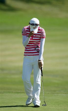 LA JOLLA, CA - SEPTEMBER 20:  Na Yeon Choi of South Korea reacts to her final put after her -16 under par victory during the final round of the LPGA Samsung World Championship on September 20, 2009 at Torrey Pines Golf Course in La Jolla, California.  (Photo By Donald Miralle/Getty Images)