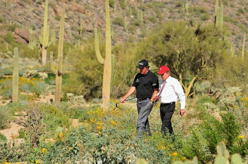 MARANA, AZ - FEBRUARY 24:  Phil Mickelson (L) talks with PGA Tour Commissioner Tim Finchem during practice prior to the start of Accenture Match Play Championships at The Ritz-Carlton Golf Club at Dove Mountain February 24, 2009 in Marana, Arizona.  (Photo by Stuart Franklin/Getty Images)