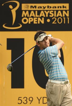 KUALA LUMPUR, MALAYSIA - APRIL 15:  Louis Oosthuizen of South Africa in action during the second round of the Maybank Malaysian Open at Kuala Lumpur Golf & Country Club on April 15, 2011 in Kuala Lumpur, Malaysia.  (Photo by Ian Walton/Getty Images)