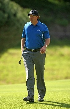 PACIFIC PALISADES, CA - FEBRUARY 14:  Phil Mickelson walks on the seventh fairway during the first round of the Northern Trust Open on February 14, 2008 at Riviera Country Club in Pacific Palisades. California.  (Photo by Stephen Dunn/Getty Images)