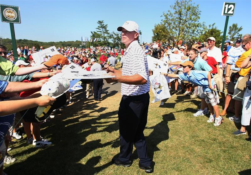 LOUISVILLE, KY - SEPTEMBER 18:  Steve Stricker of the USA team signs autographs during his practice round prior to the 2008 Ryder Cup at Valhalla Golf Club on September 18, 2008 in Louisville, Kentucky.  (Photo by Harry How/Getty Images)