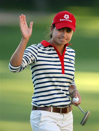 GUADALAJARA, MX - NOVEMBER 13: Lorena Ochoa waves to the crowd on the 18th green after finishing the first round of the Lorena Ochoa Invitational at Guadalajara Country Club on November 13, 2008 in Guadalajara, Mexico. (Photo by Hunter Martin/Getty Images)