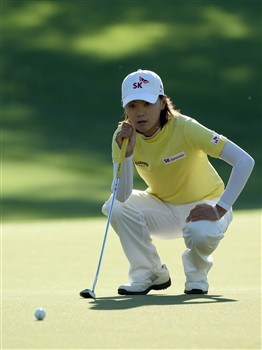 RANCHO MIRAGE, CA - APRIL 3:  Na Yeon Choi of South Korea lines up a putt at the first hole during the first round of the Kraft Nabisco Championship at the Mission Hills Country Club April 3, 2008 in Rancho Mirage, California.  (Photo by David Cannon/Getty Images)