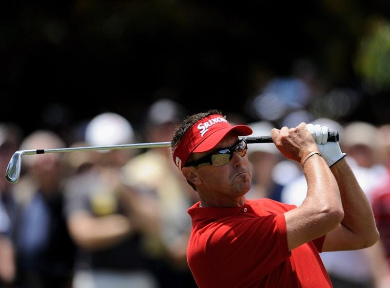 MELBOURNE, AUSTRALIA - NOVEMBER 30:  Robert Allenby of Australia plays a shot off the fairway during the fourth round of the 2008 Australian Masters at Huntingdale Golf Club on November 30, 2008 in Melbourne, Australia  (Photo by Robert Cianflone/Getty Images)
