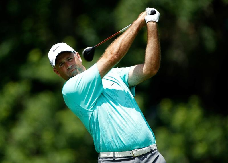 DUBLIN, OH - JUNE 03:  Stewart Cink watches his tee shot on the 18th hole during the first round of the Memorial Tournament presented by Morgan Stanley at Muirfield Village Golf Club on June 3, 2010 in Dublin, Ohio.  (Photo by Scott Halleran/Getty Images)