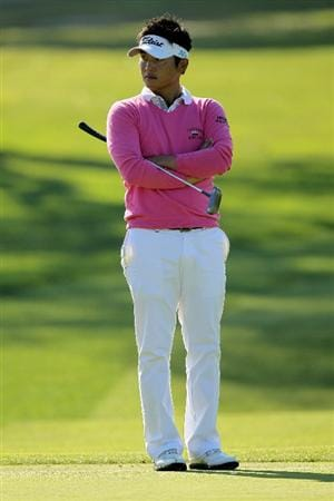LA JOLLA, CA - JANUARY 28:  Ryuji Imada of Japan waits to putt on the eighth hole at the North Course at Torrey Pines Golf Course during the first round of the Farmers Insurance Open on January 28, 2010 in La Jolla, California.  (Photo by Stephen Dunn/Getty Images)