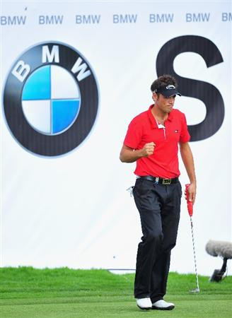 MUNICH, GERMANY - JUNE 26:  Nick Dougherty of England celebrates his putt on the 18th hole during the second round of The BMW International Open Golf at The Munich North Eichenried Golf Club on June 26, 2009, in Munich, Germany.  (Photo by Stuart Franklin/Getty Images)
