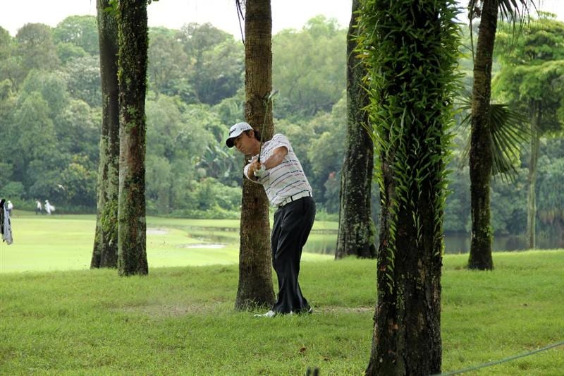 KUALA LUMPUR, MALAYSIA - OCTOBER 30: Kevin Na of USA hits out of the rough on the 5th hole during day three of the CIMB Asia Pacific Classic at The MINES Resort & Golf Club on October 30, 2010 in Kuala Lumpur, Malaysia. (Photo by Stanley Chou/Getty Images)