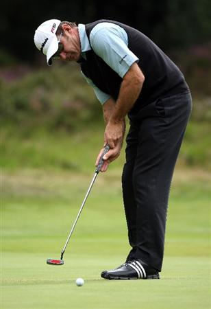 SUNNINGDALE, ENGLAND - JULY 24:  Sir Nick Faldo of England putts on the third green during the second round of The Senior Open Championship presented by MasterCard held on the Old Course at Sunningdale Golf Club on July 24, 2009 in Sunningdale, England.  (Photo by Andrew Redington/Getty Images)