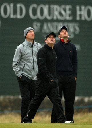 ST ANDREWS, SCOTLAND - OCTOBER 08:  Former tennis star Tim Henman, Paul Ginley of Ireland and Nick Dougherty of England watch the ball of American actor Kyle Maclachlan on the second hole during the second round of The Alfred Dunhill Links Championship at The Old Course on October 8, 2010 in St Andrews, Scotland.  (Photo by Warren Little/Getty Images)