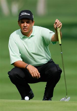 LA QUINTA, CA - JANUARY 23:  Tom Pernice Jr. lines up a putt on the tenth hole during the third round of the Bob Hope Chrysler Classic at the Bermuda Dunes Country Club on January 23, 2009 in La Quinta, California.  (Photo by Jeff Gross/Getty Images)