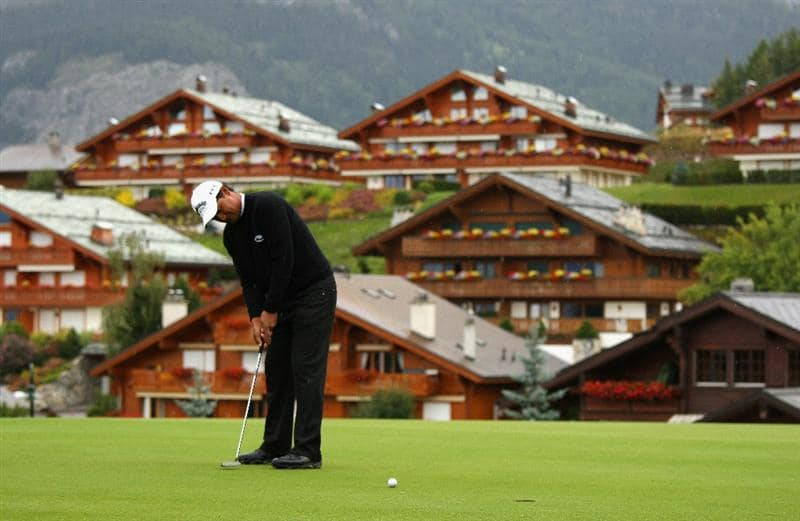 CRANS, SWITZERLAND - SEPTEMBER 04:  Michael Campbell of New Zealand putts on the 14th green during the first round of the Omega European Masters at Crans-Sur-Sierre Golf Club on September 4, 2008 in Crans Montana, Switzerland.  (Photo by Andrew Redington/Getty Images)