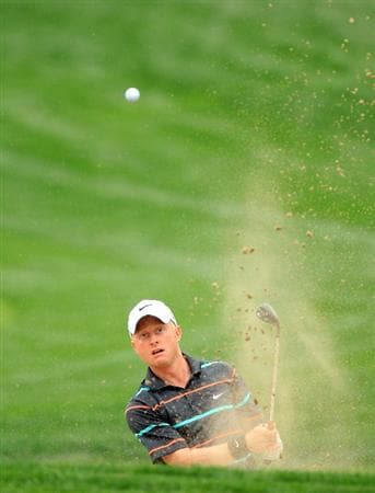 DUBAI, UNITED ARAB EMIRATES - FEBRUARY 05: Simon Dyson of England plays his third shot at the 3rd hole during the second round of the 2010 Omega Dubai Desert Classic on the Majilis Course at the Emirates Golf Club on February 5, 2010 in Dubai, United Arab Emirates.  (Photo by David Cannon/Getty Images)