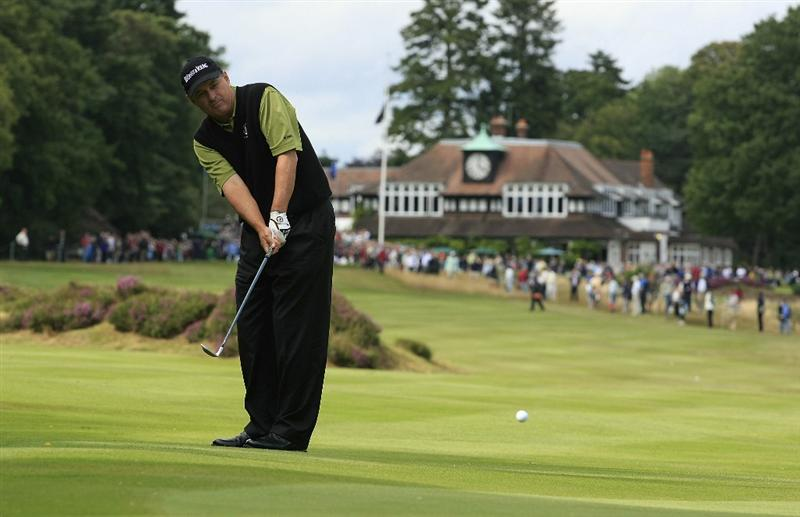 SUNNINGDALE, ENGLAND - JULY 24:  Loren Roberts of US in action during the second round of The Senior Open Championship presented by MasterCard held on the Old Course, Sunningdale Golf Club on July 24, 2009 in Sunningdale, England  (Photo by Phil Inglis/Getty Images)