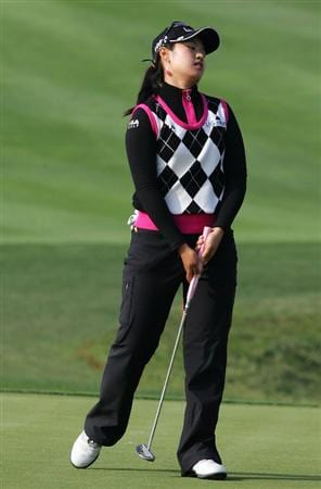 INCHEON, SOUTH KOREA - OCTOBER 31:  Kim Jin-Joo of South Korea reacts after her putt on the 18th hole during day one of the Hana Bank KOLON Championship at SKY 72 Golf Club Ocean course on October 31, 2008 in Icheon, South Korea.  (Photo by Chung Sung-Jun/Getty Images)