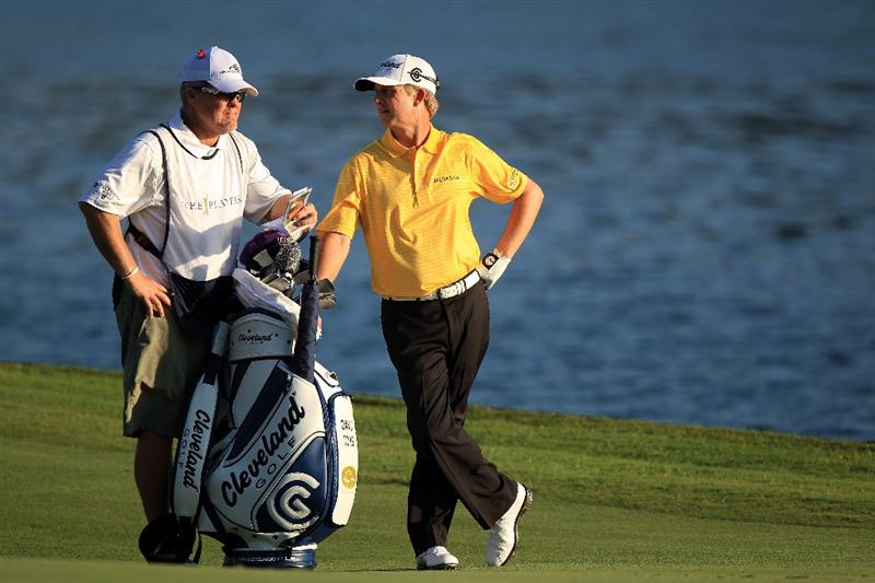 PONTE VEDRA BEACH, FL - MAY 15:  David Toms (R) and caddie D. Scott Gneiser (L) talk on the 18th fairway during the final round of THE PLAYERS Championship held at THE PLAYERS Stadium course at TPC Sawgrass on May 15, 2011 in Ponte Vedra Beach, Florida.  (Photo by Streeter Lecka/Getty Images)