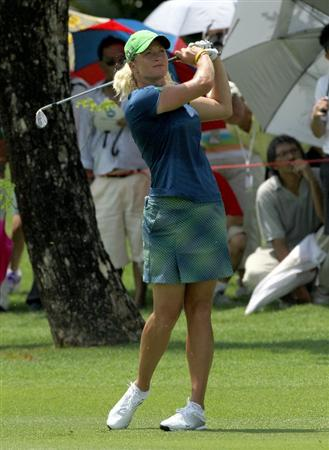 KUALA LUMPUR, MALAYSIA - OCTOBER 22 : Suzann Pettersen of Norway watches her 2nd shot on the 3rd hole during Round One of the Sime Darby LPGA on October 22, 2010 at the Kuala Lumpur Golf and Country Club in Kuala Lumpur, Malaysia. (Photo by Stanley Chou/Getty Images)