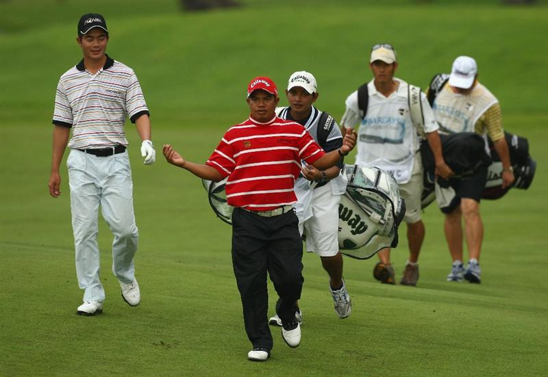 SINGAPORE - NOVEMBER 13:  Prayad Marksaeng of Thailand(front)  walks down the 6th hole during the first round of the Barclays Singapore Open at Sentosa Golf Club on November 13, 2008 in Singapore.  (Photo by Ian Walton/Getty Images)