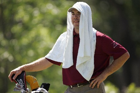 TULSA, OK - AUGUST 09:  Arron Oberholser waits under his towel on the 13th tee during the first round of the 89th PGA Championship at the Southern Hills Country Club on August 9, 2007 in Tulsa, Oklahoma.  (Photo by Streeter Lecka/Getty Images)
