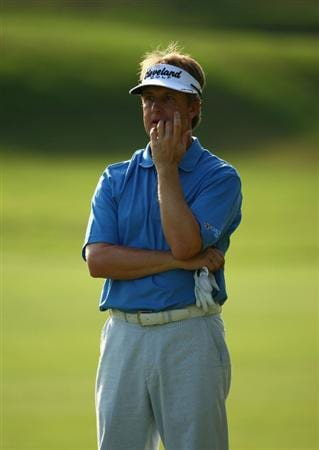 PONTE VEDRA BEACH, FL - MAY 09:  David Toms ponders his shot into the 16th green during the third round of THE PLAYERS Championship on THE PLAYERS Stadium Course at TPC Sawgrass on May 9, 2009 in Ponte Vedra Beach, Florida.  (Photo by Richard Heathcote/Getty Images)