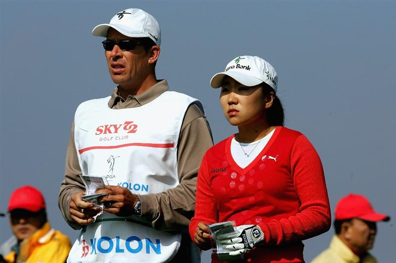 INCHEON, SOUTH KOREA - NOVEMBER 01:  In-Kyung Kim of South Korea on the 8th hole during round two of the Hana Bank KOLON Championship at Sky72 Golf Club on November 1, 2008 in Incheon, South Korea.  (Photo by Chung Sung-Jun/Getty Images)