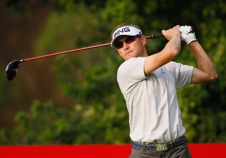 SHENZHEN, CHINA - NOVEMBER 23:  Heath Slocum of USA plays his tee shot on the 16th hole during the second round of the Omega Mission Hills World Cup at the Mission Hills Golf Resort on November 23, 2007 in Shenzhen, China.  (Photo by Stuart Franklin/Getty Images)