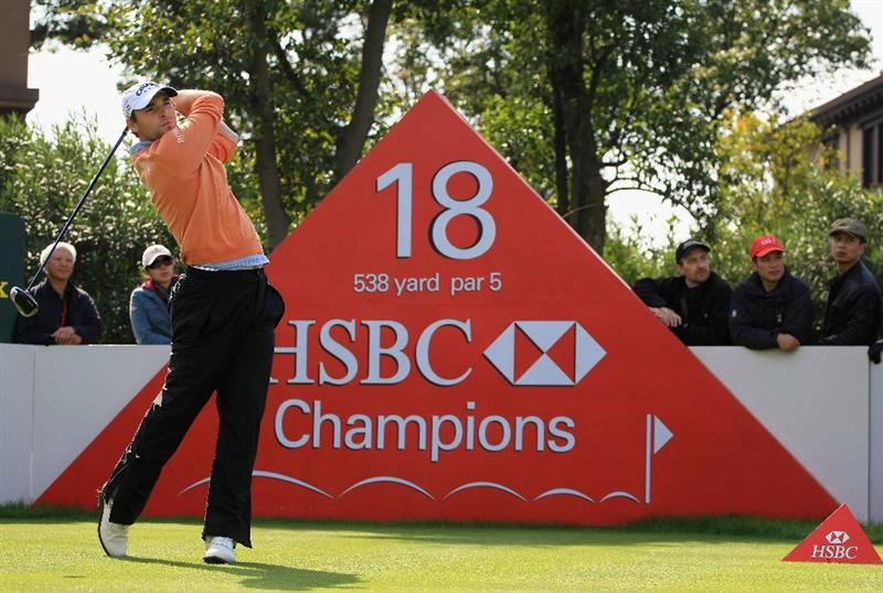 SHANGHAI, CHINA - NOVEMBER 10:  Oliver Wilson of England hits his tee shot on the 18th hole during the final round of the HSBC Champions at Sheshan Golf Club on November 10, 2008 in Shanghai, China.  (Photo by Scott Halleran/Getty Images)