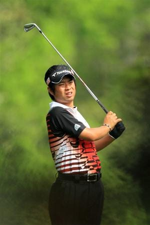 AUGUSTA, GA - APRIL 08:  Yuta Ikeda of Japan hits his second shot on the fifth hole during the second round of the 2011 Masters Tournament at Augusta National Golf Club on April 8, 2011 in Augusta, Georgia.  (Photo by David Cannon/Getty Images)