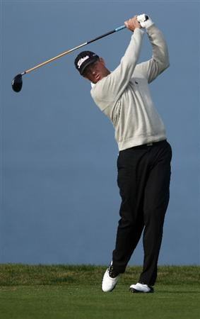 LA JOLLA, CA - FEBRUARY 05:   Davis Love III tees off during the 1st Round of the Buick Invitational at the Torrey Pines North Course on February 5, 2009 in La Jolla, California. (Photo by Donald Miralle/Getty Images)
