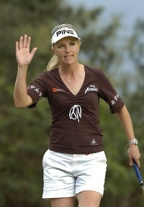 Carin Koch birdies the ninth hole during  the second round  at the 2006 SBS Open at Turtle Bay February 17 at Kahuku, Hawaii.Photo by Al Messerschmidt/WireImage.com