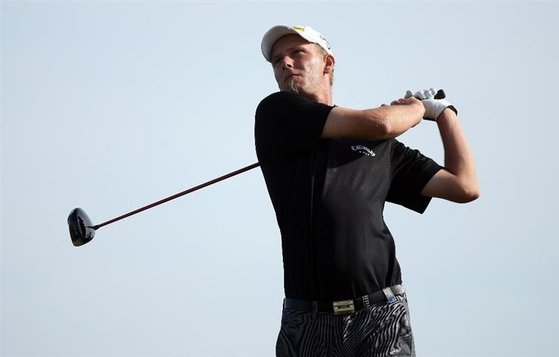VILAMOURA, PORTUGAL - OCTOBER 18:  Marcel Siem of Germany hits his tee-shot on the 17th hole during the final round of the Portugal Masters at the Oceanico Victoria Golf Course on October 18, 2009 in Vilamoura, Portugal.  (Photo by Andrew Redington/Getty Images)