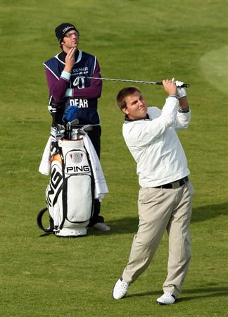 KINGSBARNS, SCOTLAND - OCTOBER 01: Gavin Dear of Scotland plays his second shot at the par 4, 7th hole during the first round of the Alfred Dunhill Links Championship at Kingsbarns, on October 1, 2009 in Kingsbarns, Scotland.  (Photo by David Cannon/Getty Images)