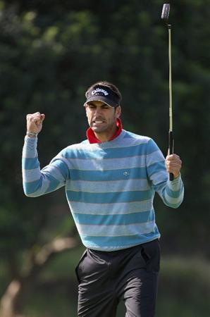 SHANGHAI, CHINA - NOVEMBER 10:  Alvaro Quiros of Spain celebrates on the par four 16th hole during the final round of the HSBC Champions at Sheshan Golf Club on November 10, 2008 in Shanghai, China.  (Photo by Ross Kinnaird/Getty Images)
