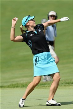 EDINA, MN - JUNE 29:  Annika Sorenstam of Sweden throws her ball into the crowd on the 18th hole after making eagle during the final round of the 2008 US Womens Open Championship held at The Interlachen Country Club, on June 29, 2008 in Edina, Minnesota.  (Photo by David Cannon/Getty Images)